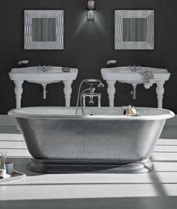 Baignoire en fonte, ambiance rétro dans la salle de bains
