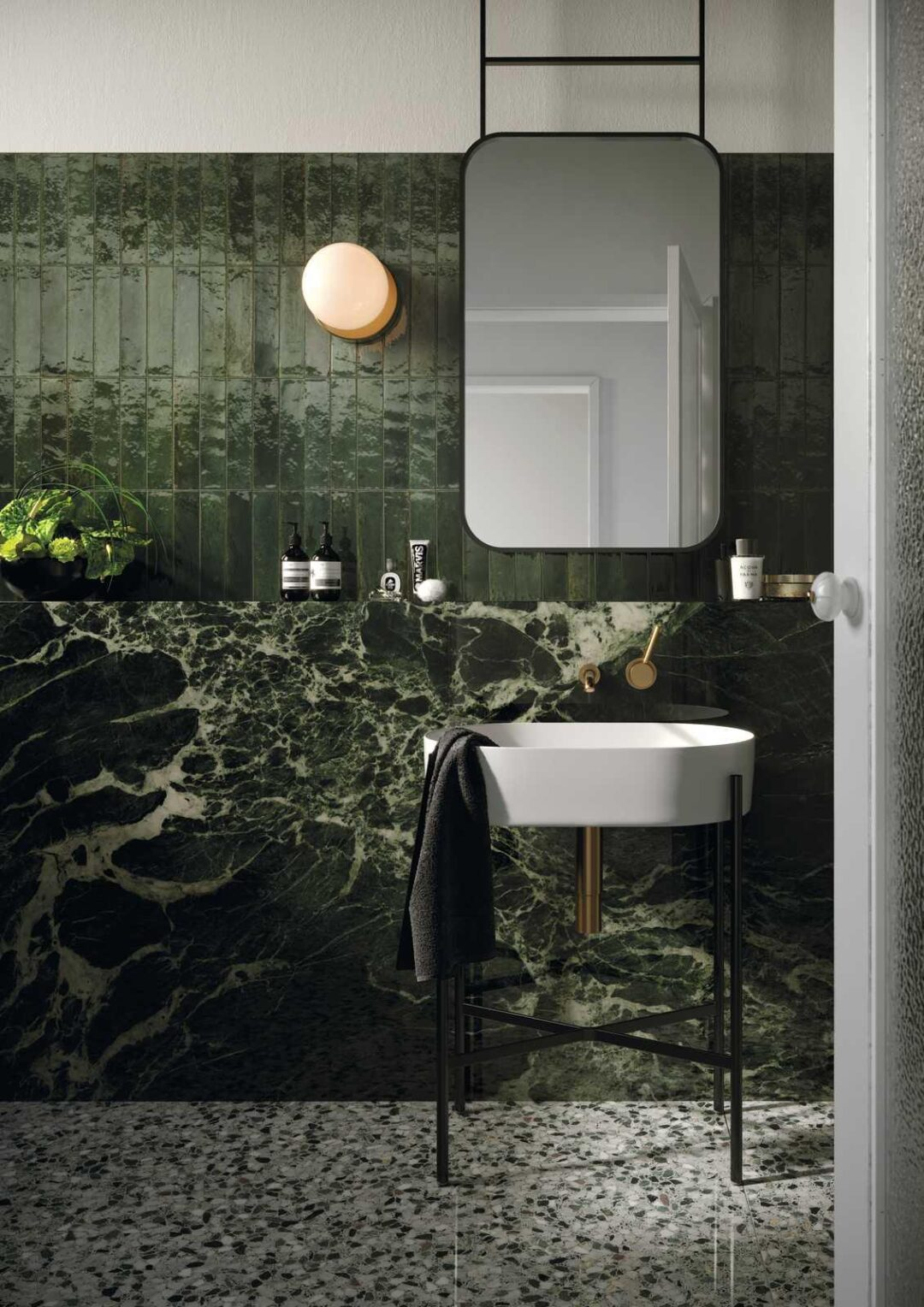 Carrelage en grès cérame, inspiration marbre et zellige pour la salle de bains