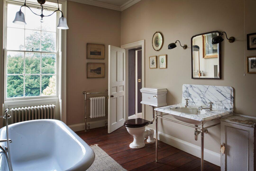 Drummonds, salle de bains rétro chez Hydropolis